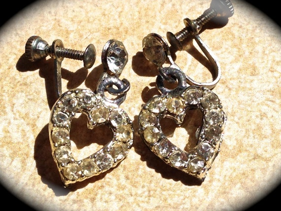 Vintage Earrings-Heart shaped- Rhinestone screw back earrings - Wedding Dangle Earrings- Vintage Rhinestone Earrings- JNP Vintage Jewelry