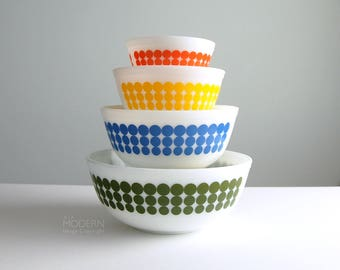 Vintage Pyrex New Dots 401 402 403 404 Milk Glass Mixing Bowl Complete Set