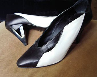 High Fashion Italian Design Black & White Kid High Heel Pumps 7 M/37European Item #45 Shoes