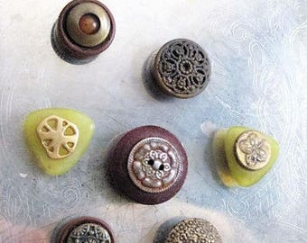 Vintage Buttons & Bits Magnet Set / Upcycled Vintage Buttons for Magnetic Board / Cottage Chic Magnets for Home, Kitchen, Office