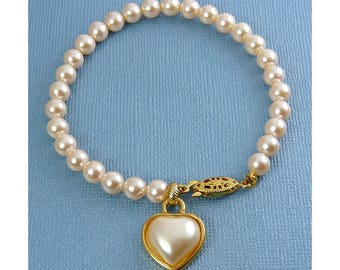 Richelieu Simulated Pearl Bracelet with Removable Pearl Heart Charm