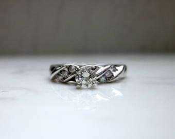 Vintage Magic Glow Diamond and 14k White Gold Solitaire Engagement Ring with Swirled Diamond Accented Band, Size 6