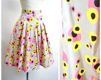 1980s Novelty liquorice allsorts print grey day skirt / 80s pink yellow black polka dot pleated full skirt - S