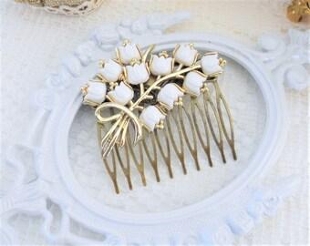 Bridal Hair Comb, Vintage Wedding, Flower Hair Comb, Floral Hair Comb, Wedding Hair Jewelry, Garden Wedding, Vintage Coro, White Hair Flower