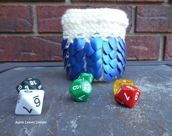 Hand knit dice bag with blue scales on white yarn. Gamers pouch. DnD supply.