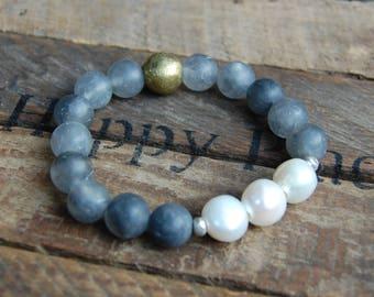 Fresh Water Pearl & Matte Grey Quartz Bracelet