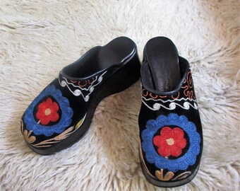 90's Vintage  Embroidered Velvet Platform Clogs 40 / 9