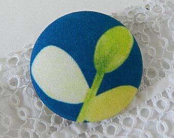 Button in blue and green cloth with leaves, 40 mm / 1.57 in