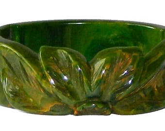 Vintage 1930s Hand Carved Green Bakelite Clamper Bangle Bracelet