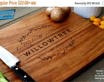 SEPTEMBER SALE - Personalized Cutting Board, Engraved Cutting Board, Personalized Wedding Gift, Housewarming Gift, Anniversary Gift
