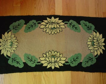 "Vintage Hand Hooked Rug 18 x 36"" Water Lilies, Great Color and Design"