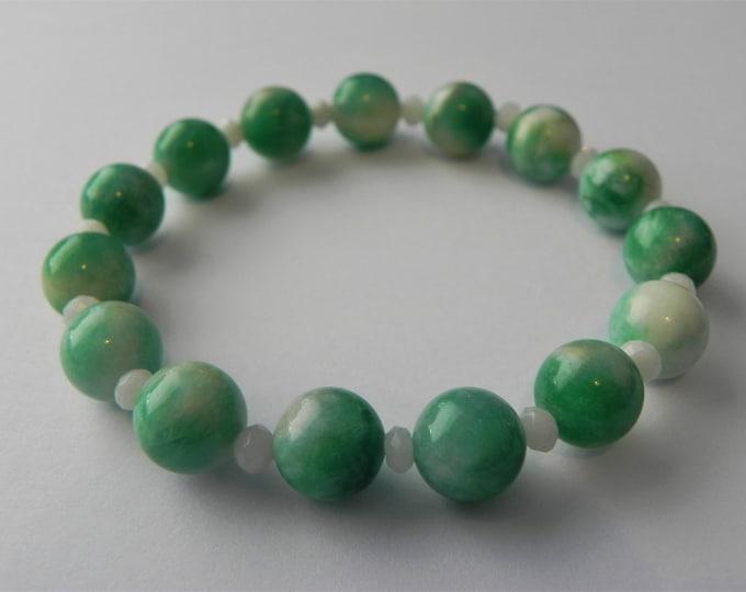 Shaded green quartz and white quartz stretch bracelet