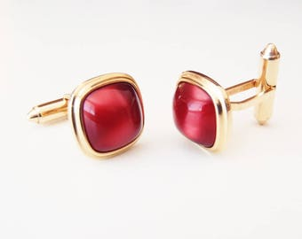 1950s Vintage Krementz Cuff Links Gold Plated Metal, Simulated Chatoyant Rubies, Rounded Square Bezel-Set Lucite Wine-Red Faux Stones Signed