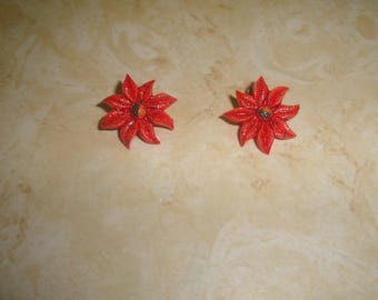 vintage clip on earrings lucite poinsettia christmas flower