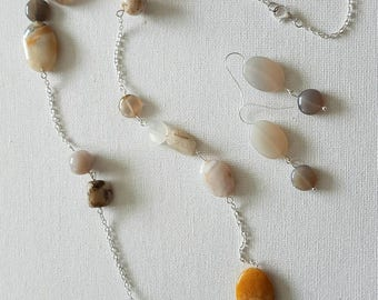 Agate and silvertone chain necklace and earrings set.