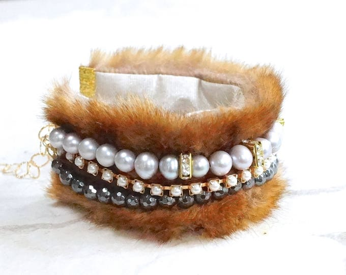 Featured listing image: Fur bracelet with gemstones and freshwater pearl - Grey