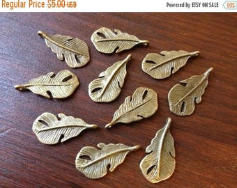 ON SALE 40 x Antique Brass Feathers Bronze Small Natural Feather Charms