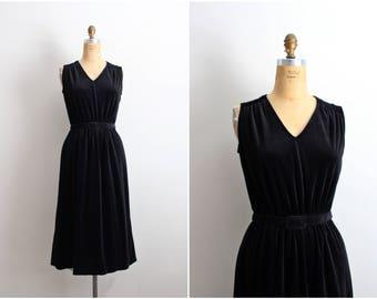 60s Black Velvet Dress / 1960s Party Dress / Cocktail Dress / Little Black dress / Size S/M