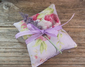 Purple roses  Lavender sachet for your drawers or your bathroom . Romantic garden style lavender sachet makes a perfect gift .