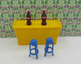 Marx Milk Bar and Stools Rec Room  Rumpus Furniture Toy Dollhouse Traditional Style Hard Plastic Yellow Blue