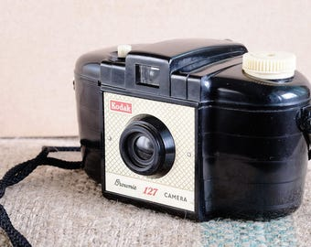 Fun With Film Vintage Kodak Brownie (Startlet in USA) suitable for conversion to Lomo type 35mm film photography c. 1954