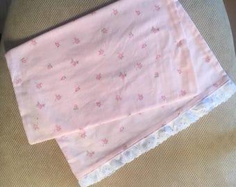 Taie d'oreiller enfant en bas âge en rose Floral - oeillet garniture