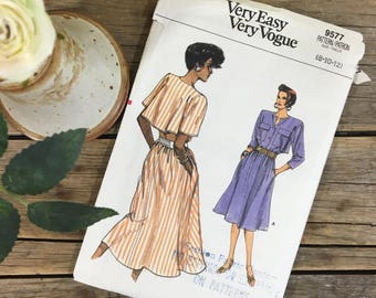 Ladies dress pattern with cape style back, uncut, very easy Vogue 9577, sizes 8-12, button up, belted with pockets