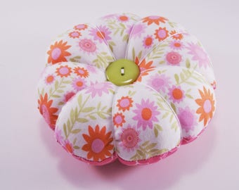 Pretty Flower Pincushion, Retro Pink Pincushion, Reversible Pincushion for your sewing and quilting pins with Decorative Pins