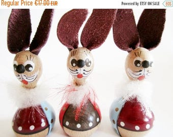SUMMER SALE - Lovely Trio German Vintage DDR Erzgebirge Wood Bunnies with Fancy Bows from the 70ies Home Decor