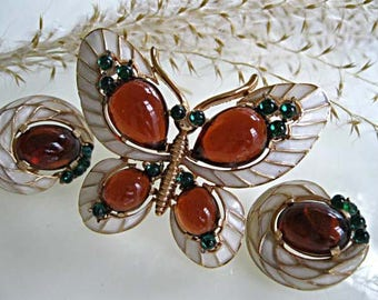 Trifari Butterfly Enamel Brooch Earrings, Alfred Philippe L'Orient Series 1960s, Amber Green Cabstones, White Snakeskin Design
