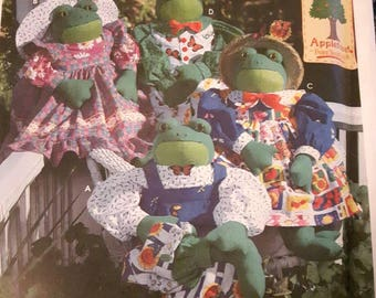 Simplicity 7542, Stuffed Frog and Clothes Sewing Pattern