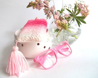 SALE - 50% OFF. Glasses Case. Reading Glasses Holder. Sunglasses Case. Pink and White Hand Knit Glasses Case.