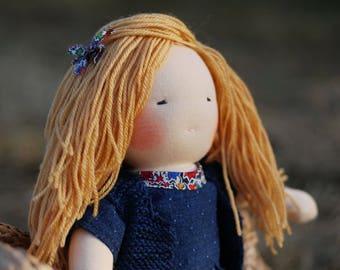 Poupée Waldorf blonde 34 cm série blond & blue