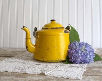 Vintage Yellow Enamel Teapot, Yellow Tea Kettle, Vintage French Country Kitchen Decor, Country Farmhouse Kitchen Decor