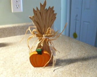 Thanksgiving corn shock/pumpkin table decor