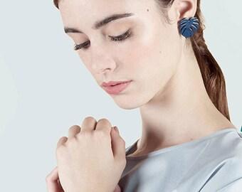 Boucle d'Oreille MONSTERA Bleu MARINE • mignon • cadeau • noel • pastel • feuille • minimaliste •