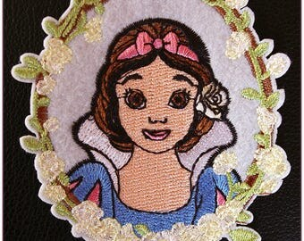 Embroidered patch fusible Princess snow white cartoon x 1