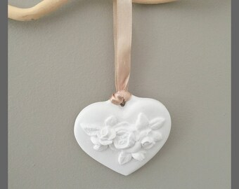 Pretty heart bouquet of roses ceramic size 7 x 7.5 cm
