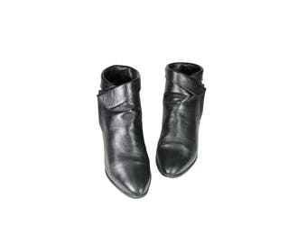 Size 7 Black Zip Up Low Heel 90s Boots by Hunt Club // G533
