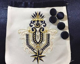 Embroidered polyester pocket and satin buttons