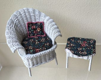 """Dollhouse Miniature 1"""" Scale White Wicker Chair and Table by Jane Markstrom 1991 (JL)"""