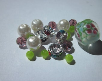 assortment of 19 glass beads and rondelles rhinestones (N9)