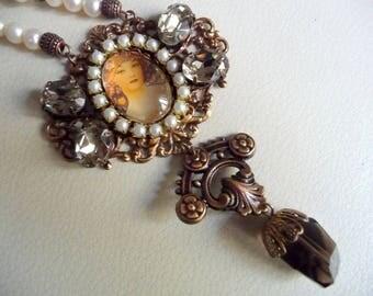 Necklace art nouveau box for a woman
