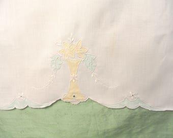 Off white linen guest hand towel / As Is vintage applique yellow and green