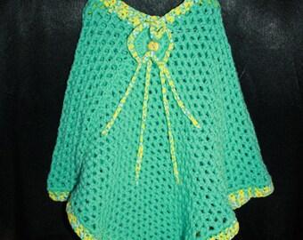 child poncho Green 2/3 years, triple yarn