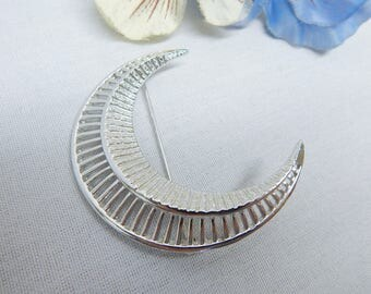 Sarah Coventry Crescent Moon Brooch