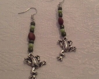 Frog earrings pearls and seed Martinique