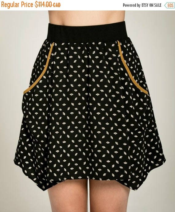 SOLDE PAPILLON DE Nuit - short skater skirt with pockets, flared skirt, miniskirt, for women - black with paper fans print
