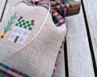Fragrance bag houses cross stitch (3)