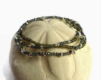 Seed bead stretch bracelet, grey star bracelet, bohemian beaded bracelet, charm bracelet